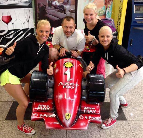 Ferrari tým Tereza Tydlitátová, Verča Kubíčková a Verča Šindelářová s trenérem Jakubem Strakošem startují na ME ve Vídni