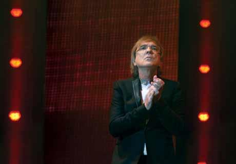Miro Žbirka a jeho Vánoční Best of Video Tour 2014  - skvělých šestnáct koncertů v doprovodu kapely a jedinečnou videoprojekcí.