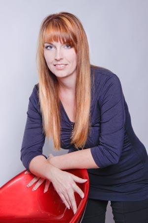 Jana Burdová, majitelka stejnojmenného kadeřnického studia, trojnásobná držitelka titulu Kadeřník roku a art designérka značky Redken, radí, jaký styl účesu vybrat pro kulatý obličej