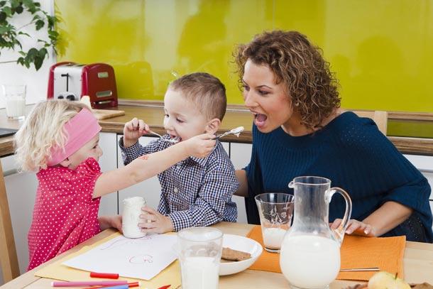 Zabraňte alergiím, začleňte pevnou stravu u dětí již po ukončeném 4. měsíci