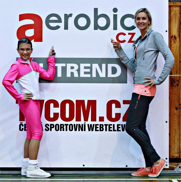 Sport team sourozenců Vůjtových na závodech Mistry s Mistry u loga Aerobic.cz,  foto: Irča Zoubková